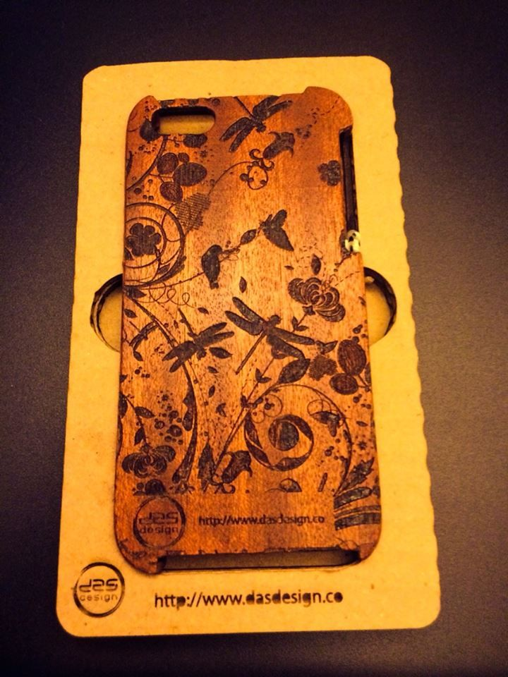 iphone 5/5S Handmade bentwood case. With custom laser engraving.
