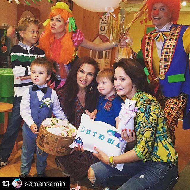 #Repost @semensemin  ・・・ Поздравляю своего товарища по детству Витю Кабо с днем рождения! Друг, твои предки закатили отличную вечеринку!