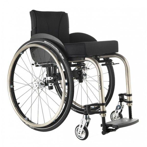 Silla de ruedas activa Champion. Permite al usuario un deslizamiento excelente en el pavimento. Silla de ruedas plegable con un diseño rígido. #silla #ruedas #activa #plegable #ortopedia #ortopediaonline