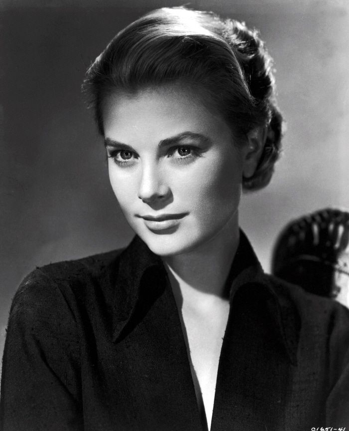 Grace Kelly, just so gorgeous! Love her classic style and beauty!