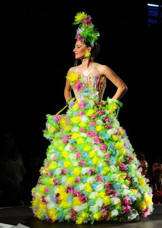Trash Fashion, mode gemaakt van afval door middelbare scholieren uit Macedonie...