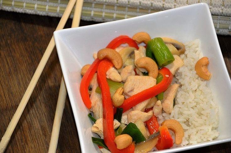 Kip Siam maken zonder pakjes en zakjes is heel eenvoudig. Wedden dat je eigen Kip Siam beter smaakt dan die uit het bekende pak? Snel recept.