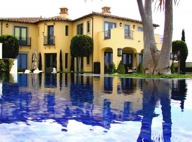 i love mediterranean designTile Design, Swimming Pools, Subway Tile, Colors Design, House Colors, Landscapes Design, Mediterranean Home, Design Studios, Pools Design