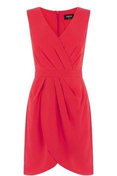 """Kleider, die einen kleinen Bauch kaschieren  Apropos Feierlaune: Dieses raffiniert drapierte Etui-Kleid von <a href=""""http://oasis.andotherbrands.com/drapiertes-cr%C3%AApe-etuikleid-caitlin-de-1"""" target=""""_blank"""" rel=""""nofollow"""">Oasis</a> begleitet euch zuverlässig figurschmeichelnd auf Sommerhochzeiten und Cocktail-Partys. Um 62 Euro."""