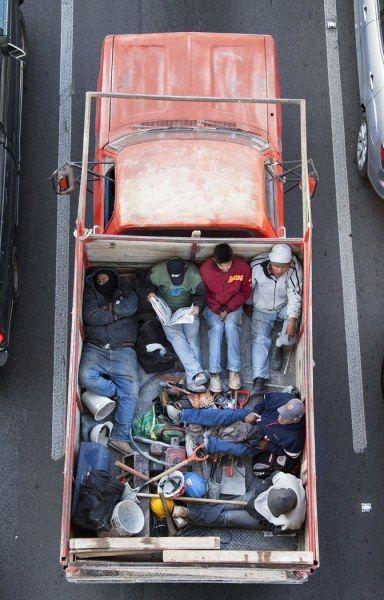 Мексиканские попутчики: как добираются до работы большинство работяг (20 фото)