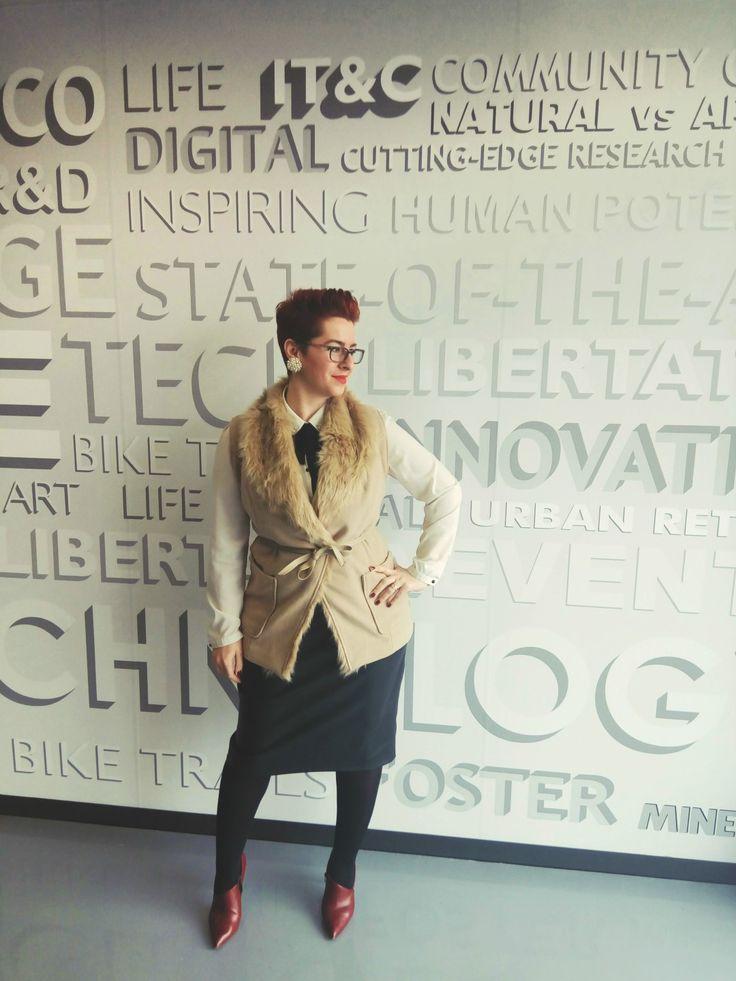 Despre colaborarea mea cu Bonprix si cum am integrat vesta cu blana in tinuta pentru birou – Fabulous beyond size