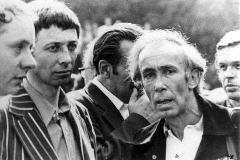 Владимир Высоцкий и Олег Даль У них были очень странные отношения. Они годами не виделись; за исключением одного раза, не работали вместе. Кажется, у них не было точек соприкосновения. И, …