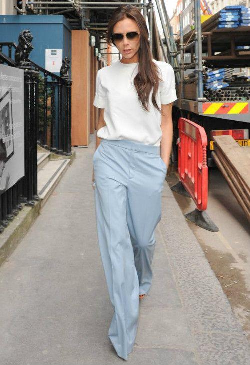 3/23 #ヴィクトリア・ベッカム #白Tシャツ #アイシーブルーパンツ #Chloeの画像 | 海外セレブ最新画像・私服ファッション・着用ブランドチェック Daily…