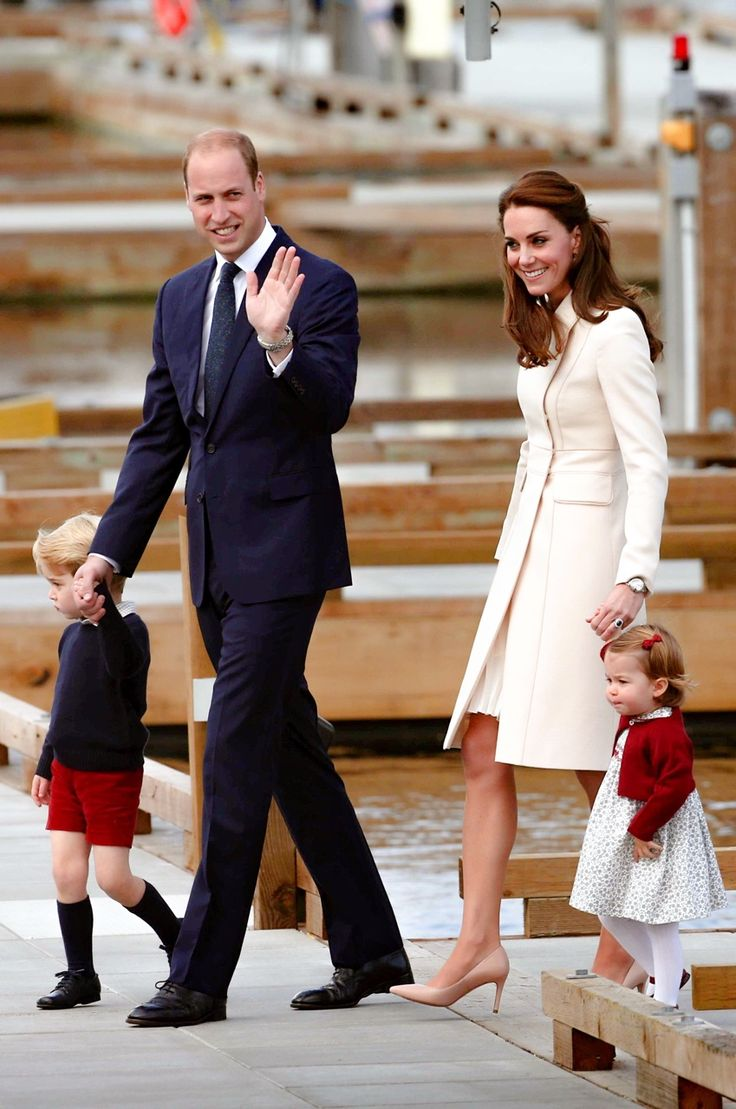 The Duke and Duchess Of Cambridge with their children Prince George and Princess Charlotte after their Royal Canadian Tour, 2016..