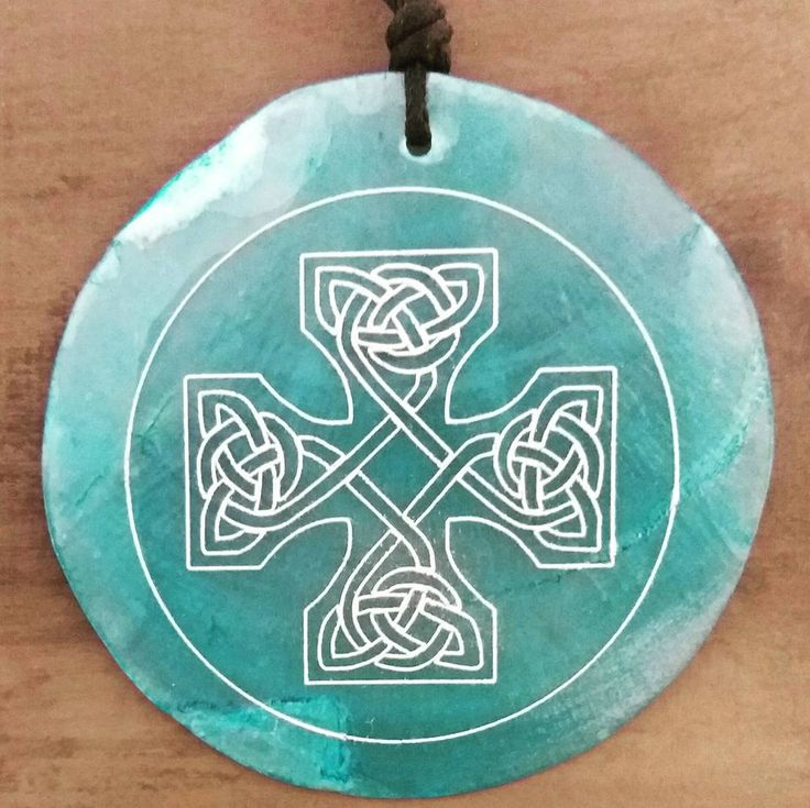 celtic cross on shell - necklace . . . . . #wood #holz #handarbeit #handicraft #austria #österreich #deko #dekoration #stpölten #handmade #design #disposition #geschenk #geschenksidee #giftidea #gift #holzundleidenschaft #woodart #personalisiert #personalized #stpoelten #stpölten #deco #decoration #handmadeintheeveryday #madeinaustria  #celticcross #celtic #necklace