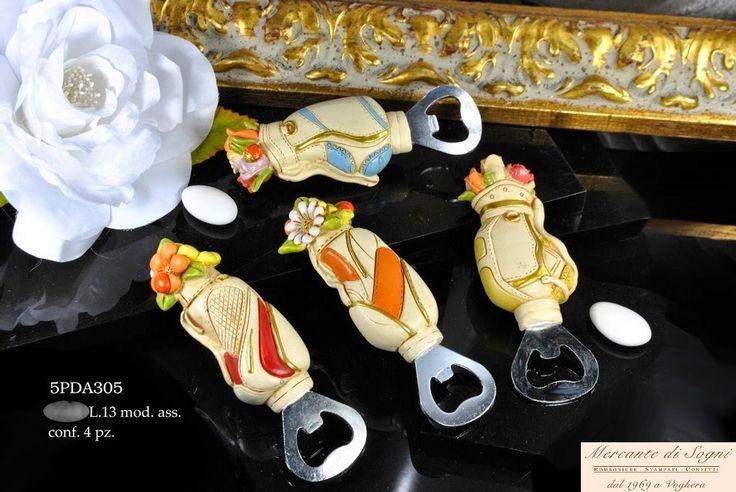 """Mercante di Sogni - Voghera - Bomboniere e Stampati dal 1969 - Vendita ai privati: 12/12/14  Collezione """"IRIA"""" Le Resine - SACCHE GOLF LEVATAPPI - 4 Soggetti assortiti    Linea di bomboniere composta da sacche da golf  in 4 soggetti assortite.  Read more: http://mercantedisognivoghera.blogspot.com/2014_12_12_archive.html#ixzz3MMa1ZkXE"""