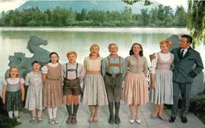 The Von Trapp Family: Gretl (Kym Karath), Marta (Debbie Turner), Brigitta (Angela Cartwright), Kurt (Duane Chase), Louisa (Heather Manzies), Fredrick (Nicholas Hammond), Leisl (Charmain Carr), Maria (Julie Andrews), and Georg (Christopher Plummer).