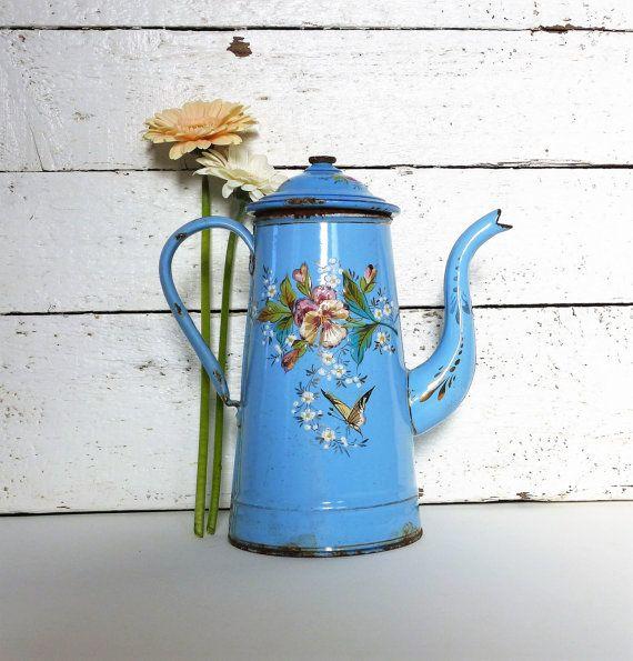 Vintage Enamelware Coffee Pot.  Enamelware Hot by JadisInTimesPast