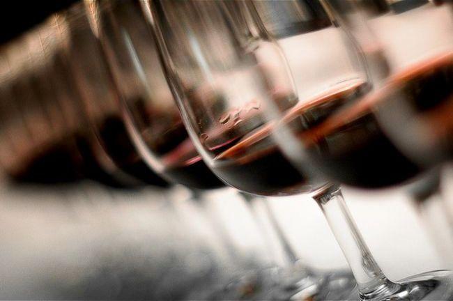 Aprobada la orden de ayudas a la promoción del vino en terceros países http://www.vinetur.com/2014011614324/aprobada-la-orden-de-ayudas-a-la-promocion-del-vino-en-terceros-paises.html