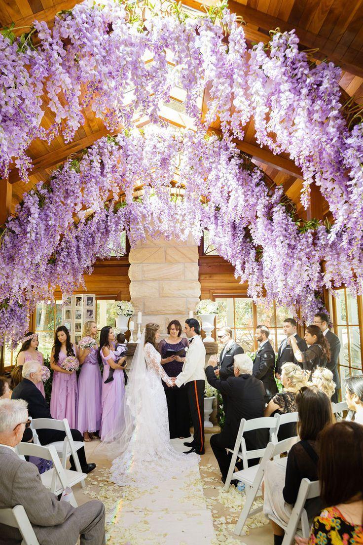 季節感って重要 春は春のお花で春らしいウェディングをしたいっ にて紹介している画像 ラベンダーウエディング ウェディング 5月 結婚式の装花
