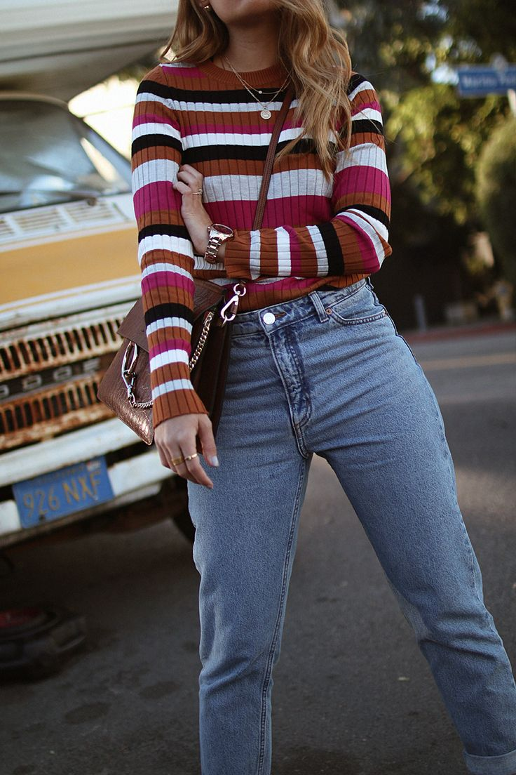 Outfit: Multicolored Stripes. Inspired by Stranger Things. Desi is wearing a multicolored striped shirt, mom jeans, Hermes Oran sandals and Chloé Faye bag.