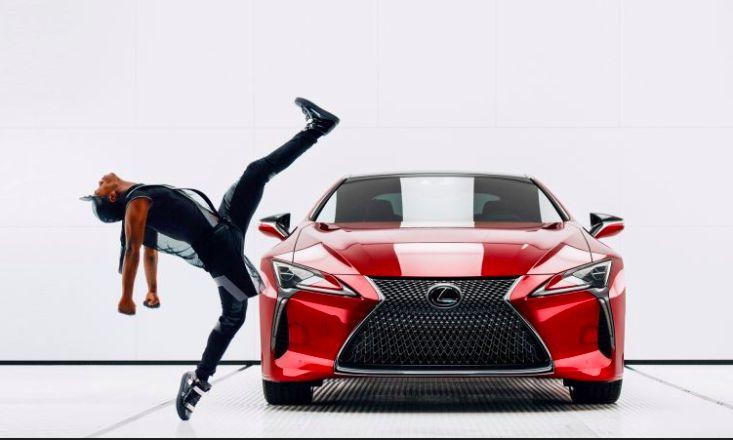 """Tony mięśni, ryk silnika V8 i głośny, dynamiczny beat. Ludzkie kształty i ruch ciał, które  doskonale współgrają w sylwetkę LC 500, tworząc niezwykły performance. """"Man and machine"""" -  """"Człowiek i Maszyna"""" to nowy spot reklamowy flagowego coupe marki Lexus, który swoją premierę będzie miał podczas Super Bowl w Stanach. http://exumag.com/czlowiek-i-maszyna-reklama-lexusa-lc-500-na-tegoroczne-super-bowl/"""