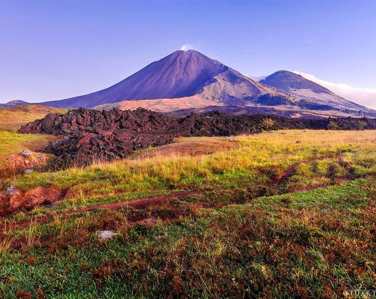 Tierra de volcanes  #landscape #landscaper #volcano #volcan #pacaya #prado #paisaje #summer #morning #friends #colors #green #nature #sky #fire #guate