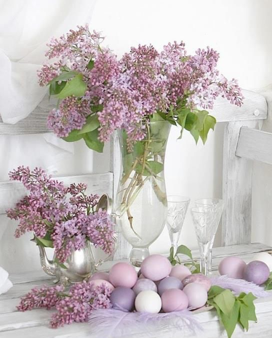 This would be awesome on the table if my lilacs are still blooming...if not...check the hydrangea.