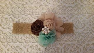 Headbandslatina              : Banda crema con flores crema pálido, verde menta y...