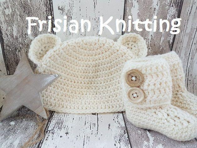 Gebreide & gehaakte schoenen - Gehaakte baby booties en mutsje met oortjes - Een uniek product van FrisianKnitting op DaWanda