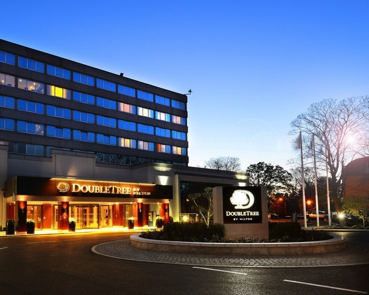 Completely refurbished in April 2014, the DoubleTree by Hilton Hotel Dublin - Burlington Road is located minutes from Dublin's city center and St Stephens Green area.