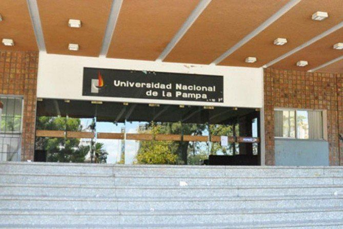 """UNLPam: """"Conseguir la igualdad de género y empoderar a las mujeres es un desafío constante en materia de derechos dentro de la Universidad""""  En el Día Internacional de la Mujer la Facultad de Ciencias Económicas y Jurídicas de la UNLPam acerca un saludo y un profundo agradecimiento a todas las mujeres y en particular a aquellas que integran a la comunidad universitaria quienes con su trabajo y dedicación aportan a la construcción de una Universidad cada vez más inclusiva y de calidad.  El…"""