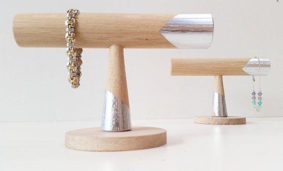 Hoi! Ik heb een geweldige listing op Etsy gevonden: https://www.etsy.com/nl/listing/460950762/bracelet-stand-oak-silver