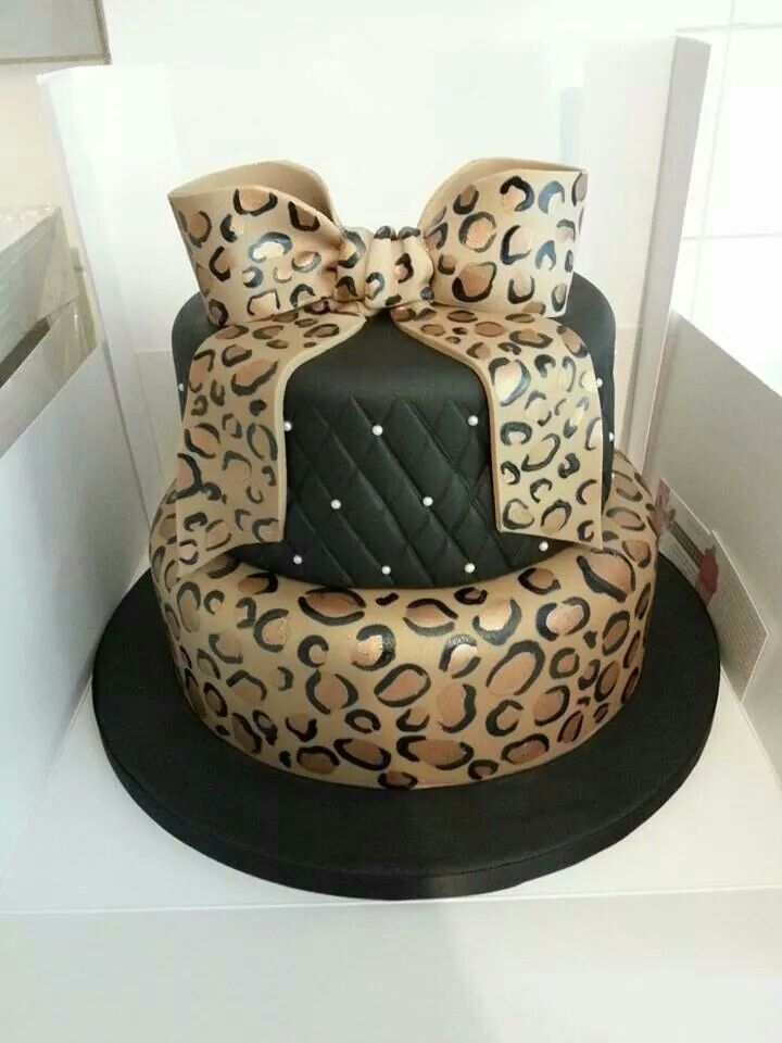 Leopard print bow, quilting, pearls