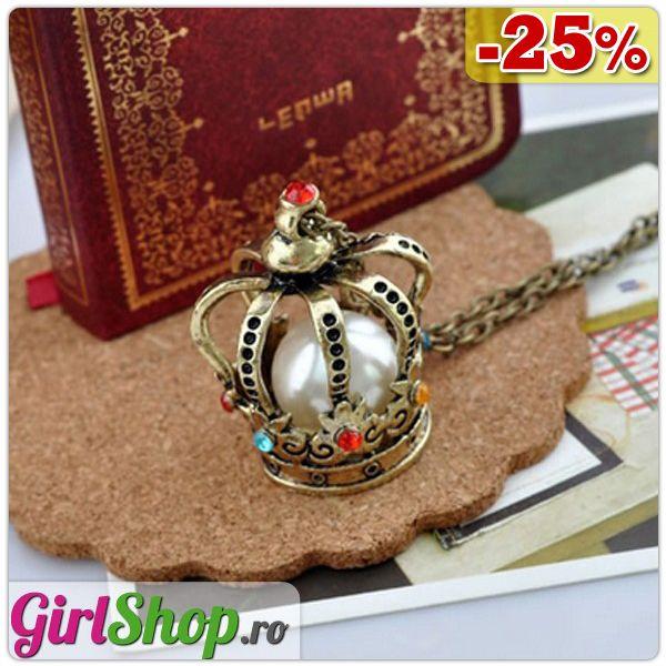 Colier cu pandantiv coroana cu strasuri colorate si imitatii de perle, azi cu 25% reducere! Vezi mai multe detalii aici: http://www.girlshop.ro/cumpara/colier-cu-pandantiv-coroana-cu-strasuri-colorate-si-imitatii-de-perle-151