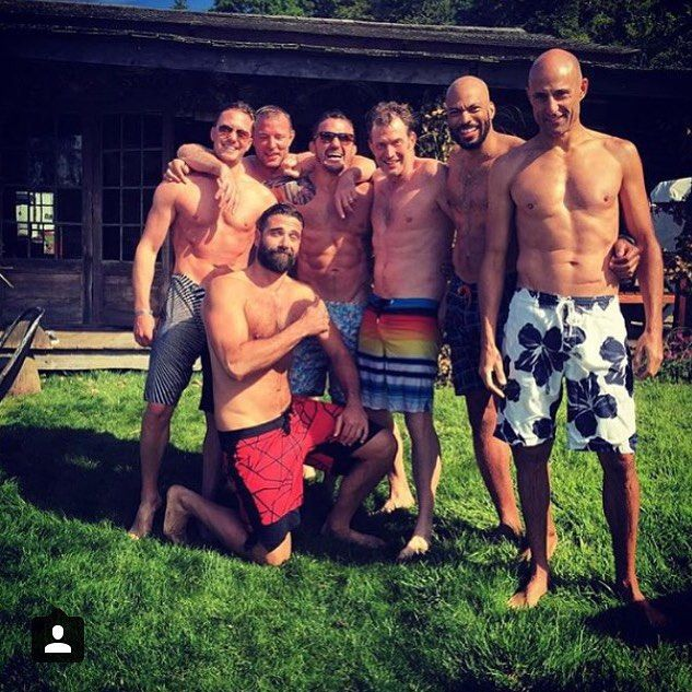 Holy shit, that is shirtless Mark Strong!! Is that Jason Flemyng? Is that Guy Ritchie? Who are these guys!? :)