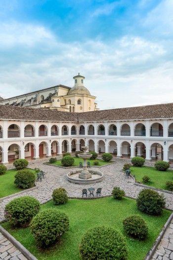 Patio interno — Hotel Dann Monasterio (Popayán, Colombia)