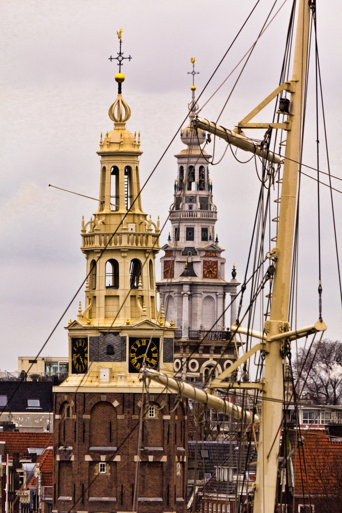 Amsterdam - kerktorens en mast