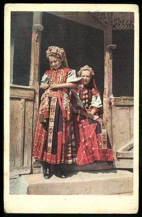 Kalotaszeg, Erdély. Kalotaszegi lányok.