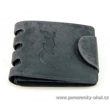 Peněženka kožená pánská ozdobená ještěrkou. Zavírání klopou s pevnou patentkou.