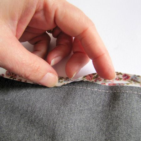 The trick to making sure you catch bias binding on the back every time.Bias Tape, Habi Goddesses, Binding Tape, Sewing Tips, Sewing Blog, Sewing Bias, Bias Binding, Sewing Tutorials, Reverse Side