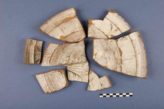 Under hösten 2002 utförde Upplandsmuseets arkeologiska avdelning en schaktnings-övervakning i samband med fjärrvärmedragning i området runt ...