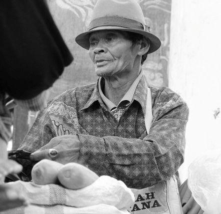 Corn Merchant / Taman Sari street , Bandung , West Java , Indonesia #humaninterest photography