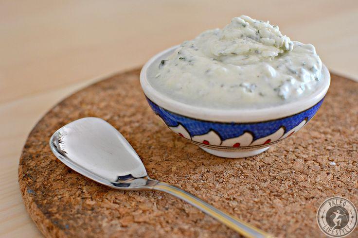 Paleo Tzatziki passt wunderbar als Beilage zu gegrilltem Fleisch oder auch als Zugabe zum gemischten Salat. Schnell und einfach zubereitet und sehr lecker.