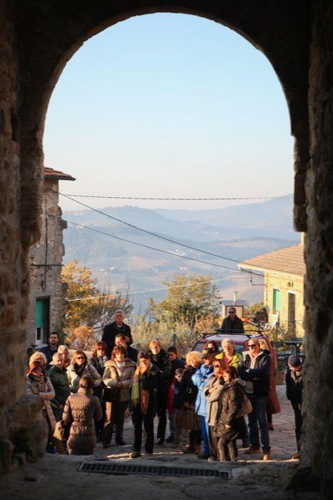 In #Umbria i Castelli di Gualdo Cattaneo vera risorsa nascosta:Sapere di Pane Sapore di Olio - Gualdo Cattaneo - Perugia. una occasione, #FrantoiAperti per scoprirli: http://frantoiaperti.net/it/gualdo-cattaneo/