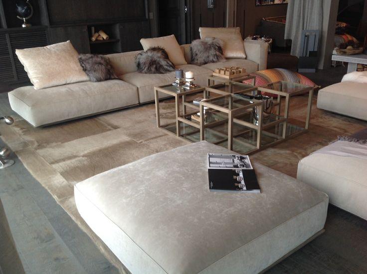 Tapis sur mesure peau de vache beige carreaux 90*90 - 90*90 square beige cowhide bespoke rug #Teppich #carpet #hiderug #tailormadefurniture #bespokeaccessory #homeinteriors #luxuryhome #Kuhfell #Inneneinrichtung #decoration #nachmass www.norki-decoration.com