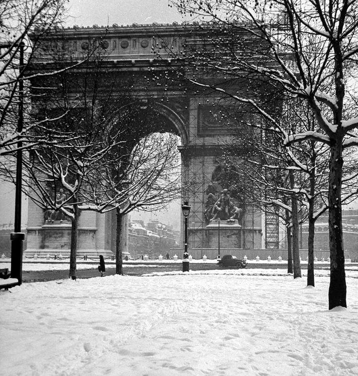 Paris in winter. © Dmitri Kessel