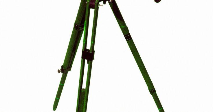 Diferencias entre telescopios Meade reflectores o refractores para principiantes. Meade Instruments Corporation es un fabricante de EE.UU. de telescopios, accesorios de telescopios y otros productos ópticos, como binoculares y microscopios. Meade ofrece una impresionante línea de telescopios que incluyen todos los tipos comunes y sus variantes populares. Los tres tipos de telescopios de uso común son los telescopios ...