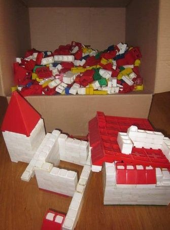 Bambinostenen, de voorloper van Lego. Heel veel mee gespeeld, maar het lukte eigenlijk nooit om er iets moois van te maken