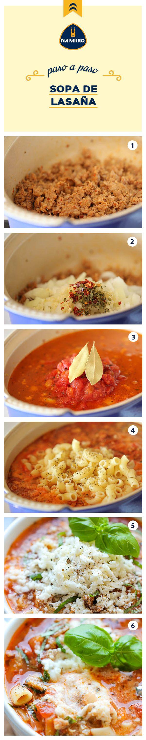 ¡Todos los ingredientes de una lasaña, pero en sopa! ¿Te imaginas lo deliciosa que está? Para prepararla necesitas 250 gramos de pasta de coditos, 1 cucharada de aceite de oliva, 1/2 kilo de salchicha italiana, ajo, cebolla, 2 cucharaditas de orégano, 1/2 cucharadita de pimiento rojo en trocitos, 2 cucharadas de salsa de tomate, 6 tazas de caldo de pollo, 1 taza de Queso Manchego NAVARRO, 2 hojas de laurel, 1/4 taza de hojas de albahaca fresca, sal y pimienta al gusto.