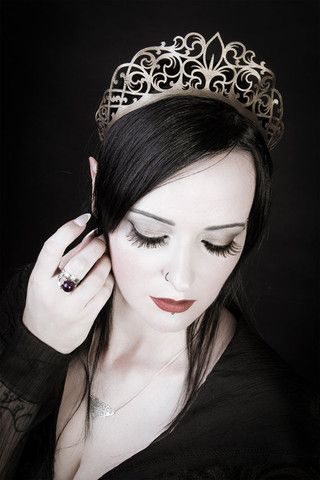 Imperial Diadem Crown/Choker. http://www.galleryserpentine.com/collections/jewellery