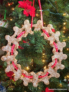 Gingerbread wreath made from salt dough. Tutorial.