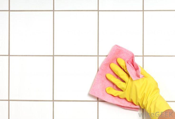 Ragyogó lesz a csempe és a fugák közötti szennyeződéseket is eltünteti ez a házi tisztítószer!
