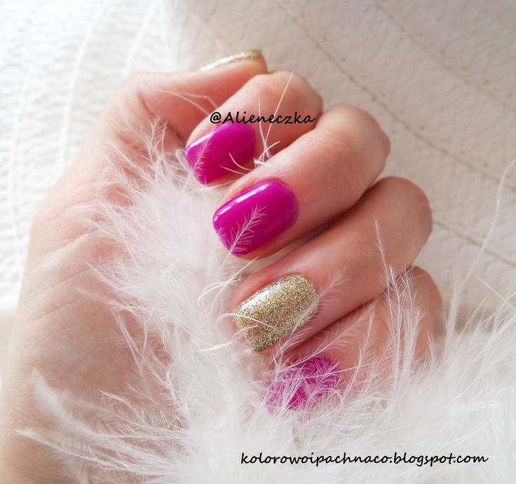 "Hybrid manicure:  Bling no 75 and Semilac ""Gold Disco"""