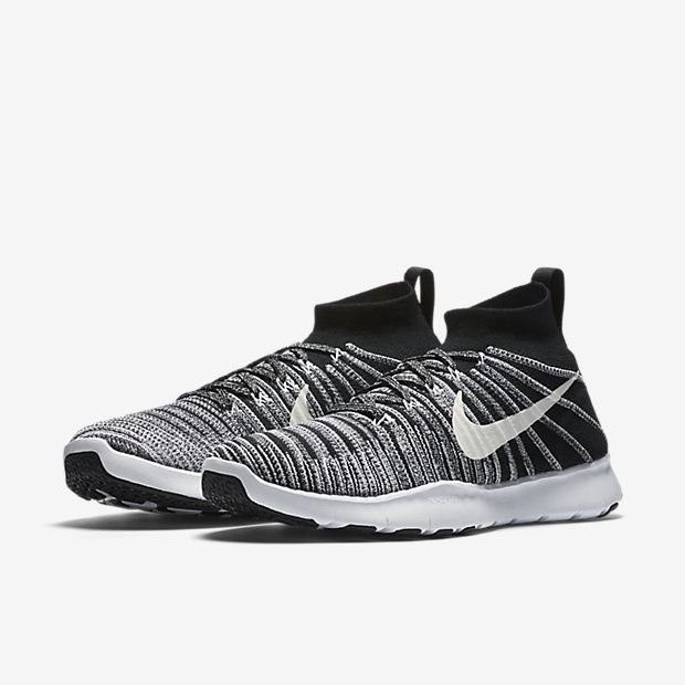 Plaid nikes!! Oh I need these! Take 25% off with code: